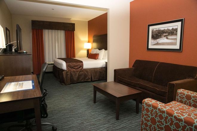 Best Western Plus Longhorn Inn & Suites - Luling - Habitación