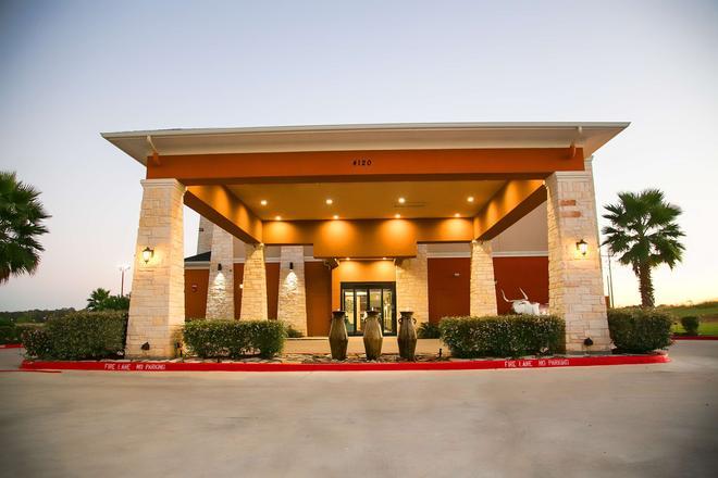 Best Western Plus Longhorn Inn & Suites - Luling - Edificio