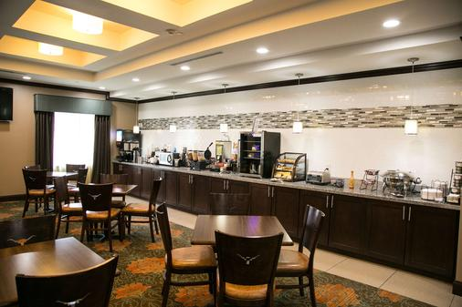 Best Western Plus Longhorn Inn & Suites - Luling - Buffet
