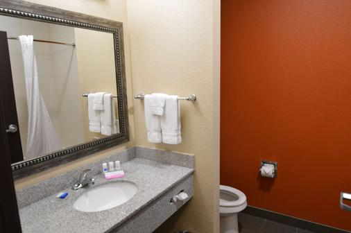 Best Western Plus Longhorn Inn & Suites - Luling - Bathroom