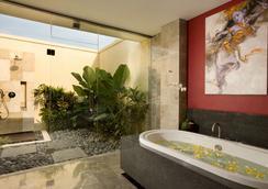 Mahagiri Villas Sanur - Denpasar - Bathroom