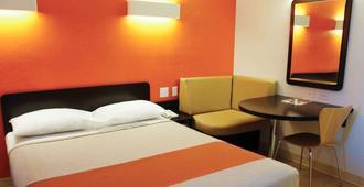 Motel 6 Columbus - Osu North - Columbus - Bedroom