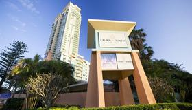 Mantra Crown Towers Surfers Paradise - Surfers Paradise - Building