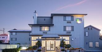 Holiday Inn Express Monterey-Cannery Row - Monterey - Building