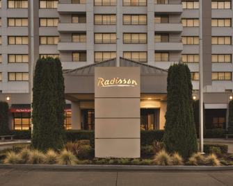 Radisson Hotel Seattle Airport - Аэропорт Sea-Tac