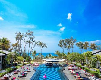 Baba Beach Club Phuket Luxury Pool Villa Hotel by Sri panwa - Takua Thung - Strand