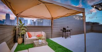 Cozysuites Luxe 3br Uptown Home Great Rooftop - Dallas - Patio