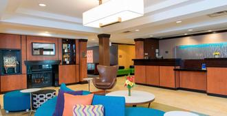 Fairfield Inn and Suites by Marriott Omaha Downtown - Omaha - Lobby