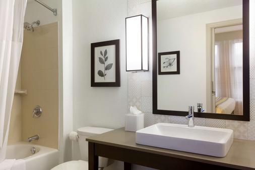 Country Inn & Suites By Radisson, Bloomington Moa - Bloomington - Bathroom