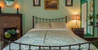 The Golden Eagle - Chester - Bedroom