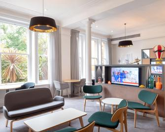 Holiday Inn Farnborough - Farnborough - Lounge