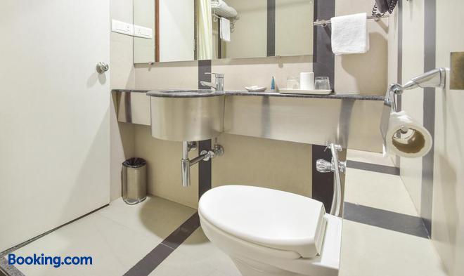 Treebo Trend Ambassador - Ahmedabad - Bathroom