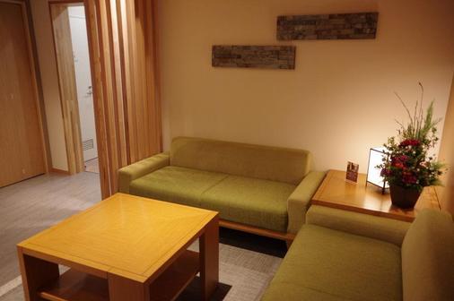 Hotel Trad Osaka Tsuruhashi - Osaka - Living room