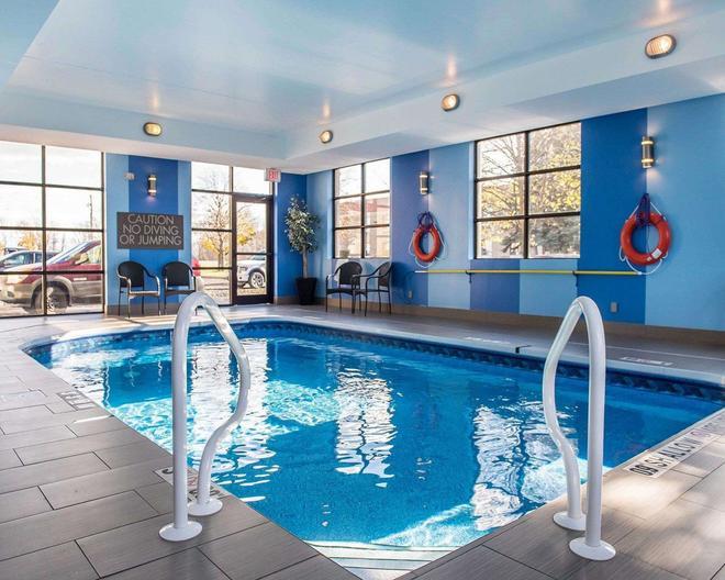 Comfort Inn - Brockville - Pool
