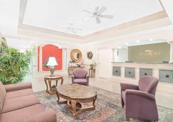 Baymont by Wyndham, Crestview - Crestview - Lobby