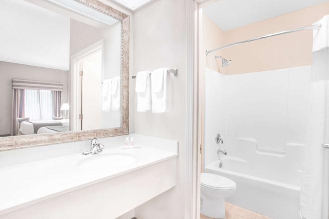 Baymont by Wyndham, Crestview - Crestview - Bathroom