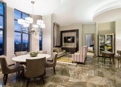 Delta Hotels by Marriott Burnaby Conference Centre - Burnaby - Eetruimte