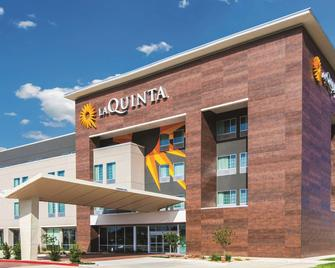 La Quinta Inn & Suites by Wyndham Bloomington - Bloomington - Building