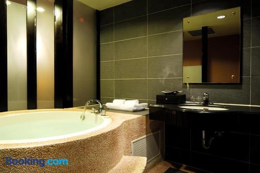 The Riverside Hotel & Motel - Cao Hùng - Phòng tắm