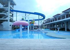 CML Beach Resort & Waterpark - Lemery - Pool