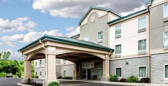 Quality Inn and Suites Fishkill South near I-84 - Fishkill - Edificio