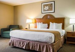 Quality Inn and Suites Fishkill South near I-84 - Fishkill - Bedroom