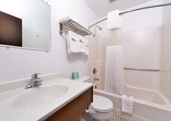 Americas Best Value Inn & Suites Sidney - Sidney - Bathroom
