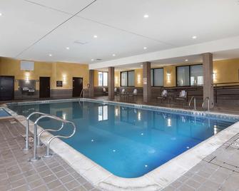 Comfort Inn and Suites-Dearborn - Allen Park - Pool