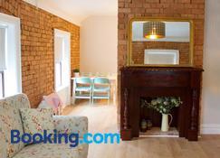 The Village Rooms - Dundalk - Salon