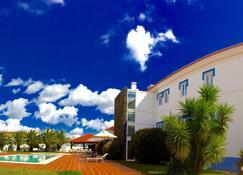 Santa Bárbara dos Mineiros - Hotel Rural - Лозал