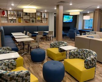 Microtel Inn & Suites by Wyndham Woodland Park - Woodland Park - Ресторан