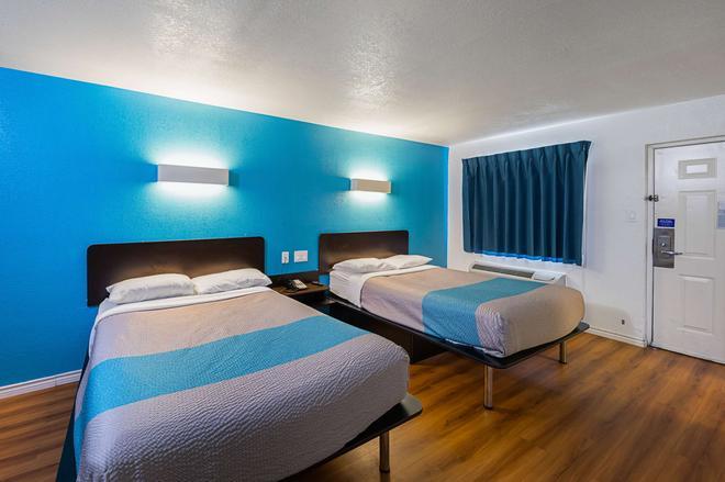 Motel 6 Grand Prairie Interstate 30 - Grand Prairie - Bedroom