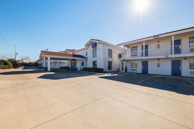 Motel 6 Grand Prairie Interstate 30 - Grand Prairie - Building