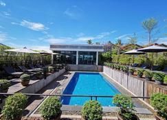 S Park Design Hotel - Vientiane - Piscina