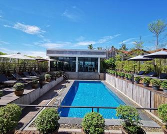 S Park Design Hotel - Vientiane - Pool