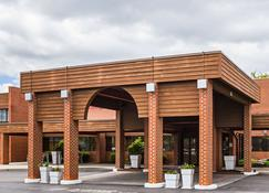 Quality Inn and Suites - Altoona - Building