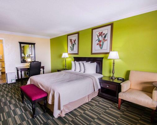 Quality Inn Oceanfront - Ormond Beach - Bedroom