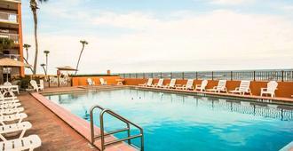 Quality Inn Oceanfront - Ormond Beach - Piscina
