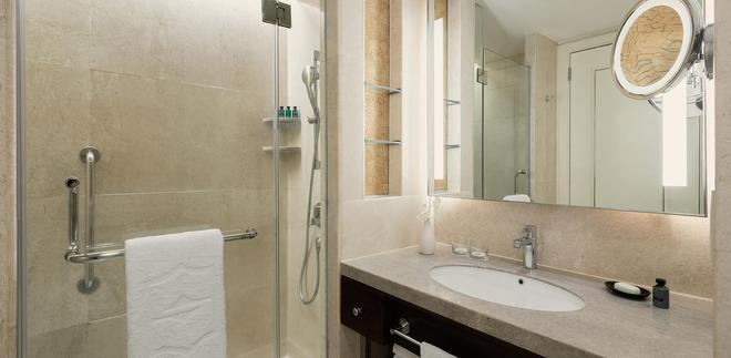 Edsa Shangri-La, Manila - Pasig - Bathroom