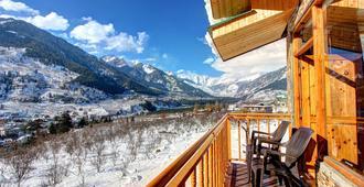 Hotel Mountain Face by Snow City Hotels - Manali - Balcony