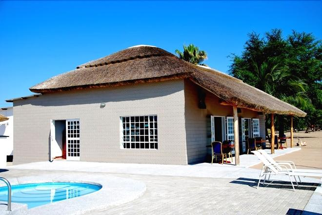 Skinny Hippos Lodge - Mangochi - Building