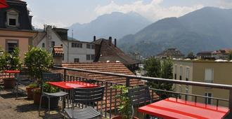 bed & bar No.8 Hostel Adults Only - Interlaken - Varanda