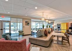 Home2 Suites by Hilton Tampa USF Near Busch Gardens - Tampa - Hành lang