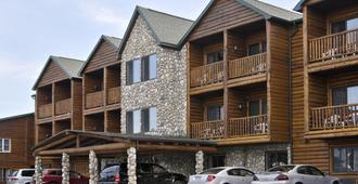 Super 8 by Wyndham Bridgeview of Mackinaw City - Mackinaw City - Building