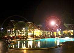 唐志強學校酒店 - 西哈努克 - 施漢諾市 - 游泳池