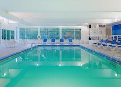Holiday Inn Cape Cod-Falmouth - Falmouth - Piscina