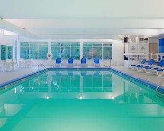 Holiday Inn Cape Cod-Falmouth - Falmouth - Басейн