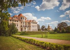 Chateau Hotel Liblice - Byšice - Building