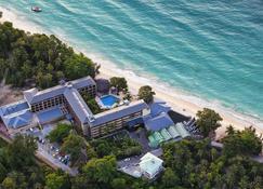 Coral Strand Smart Choice Hotel - Бо-Валлон - Пляж