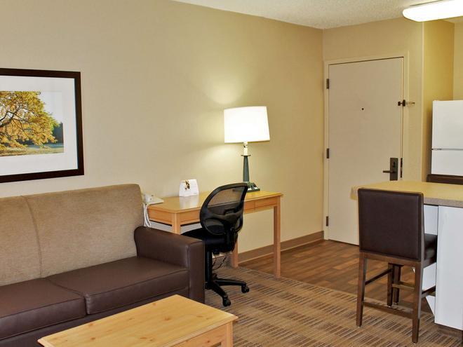 Extended Stay America - Atlanta - Marietta - Powers Ferry Rd. - Marietta - Living room